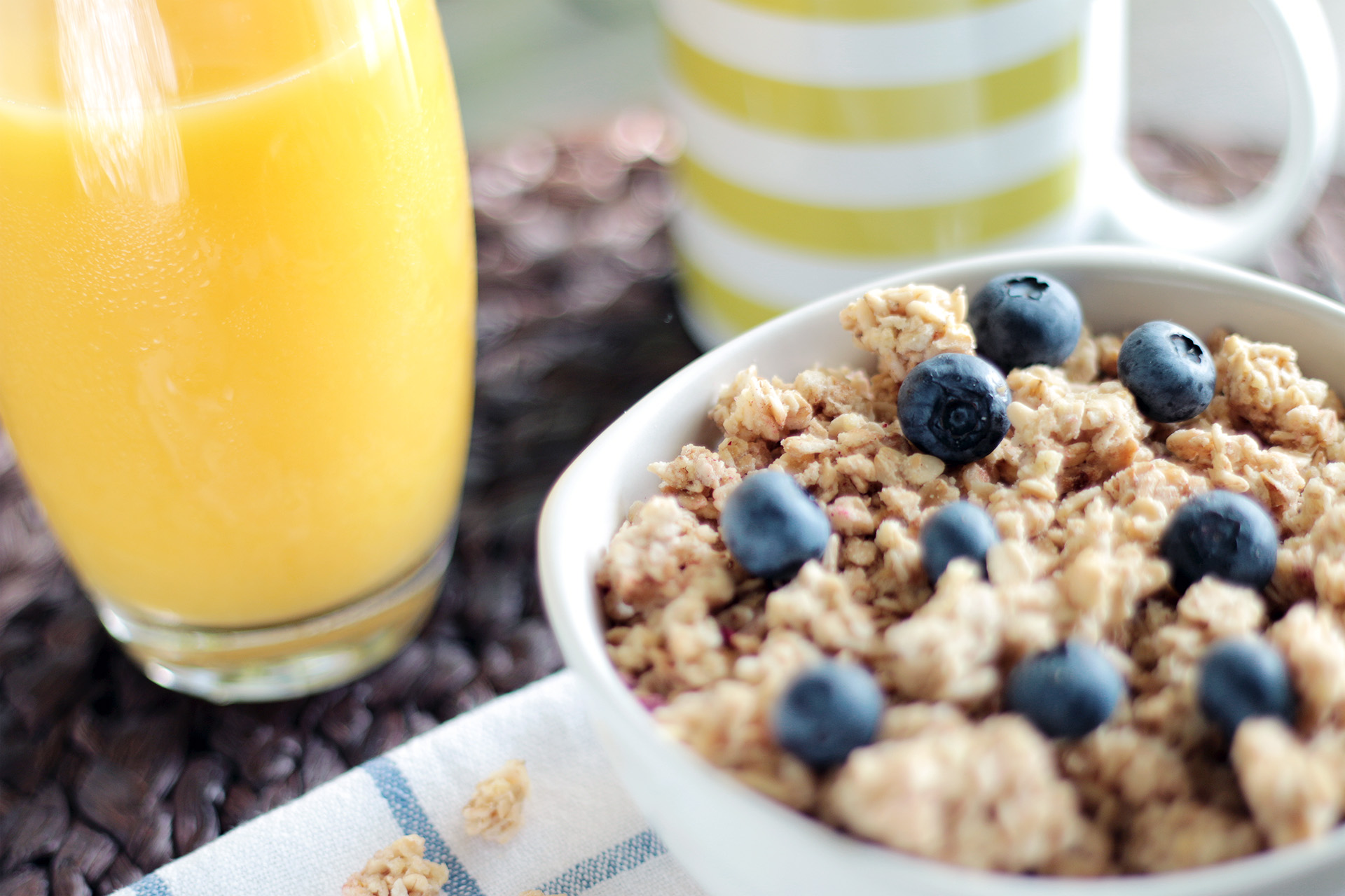 food-healthy-morning-cereals-granola